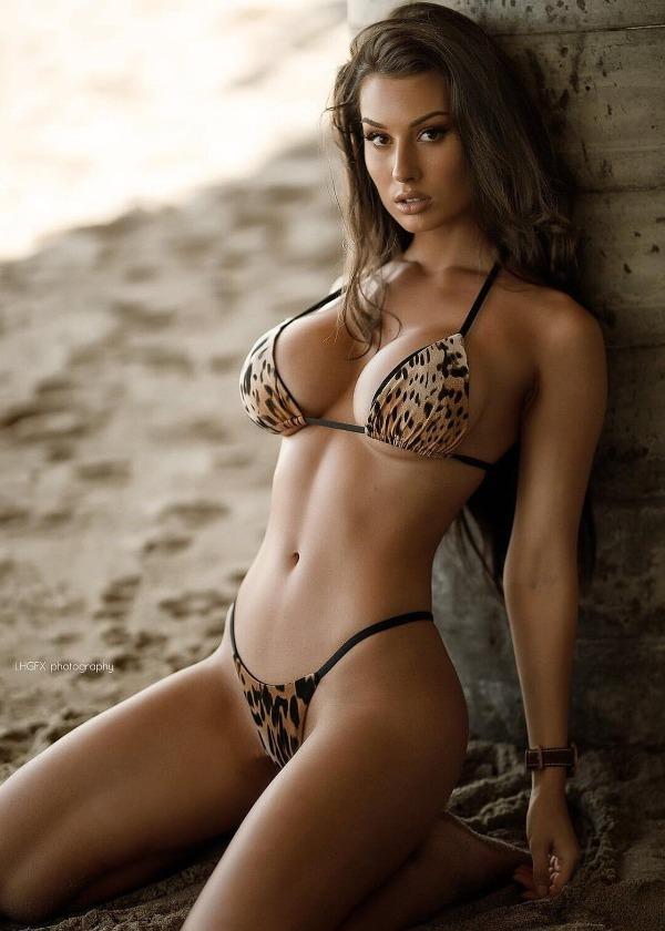 Babe in sexy bikini